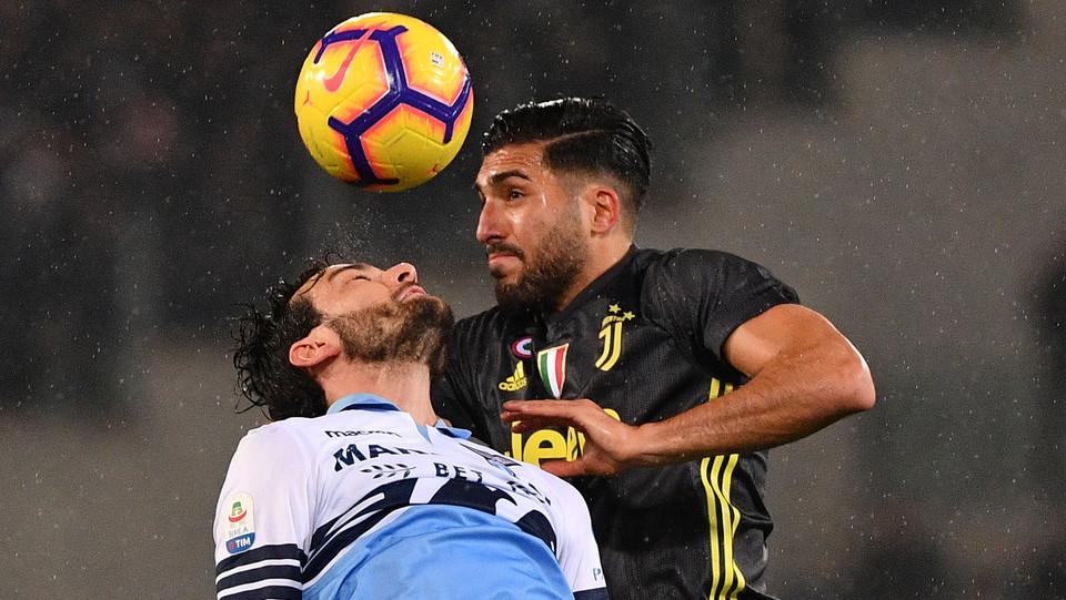 Emre Can mette nella sua porta la spizzata di Parolo dopo un angolo: 1-0 Lazio ©