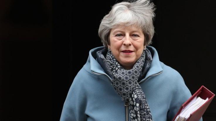 Brexit, May vuole riaprire l'accordo di uscita con l'Ue: chiederà modifiche sul backstop