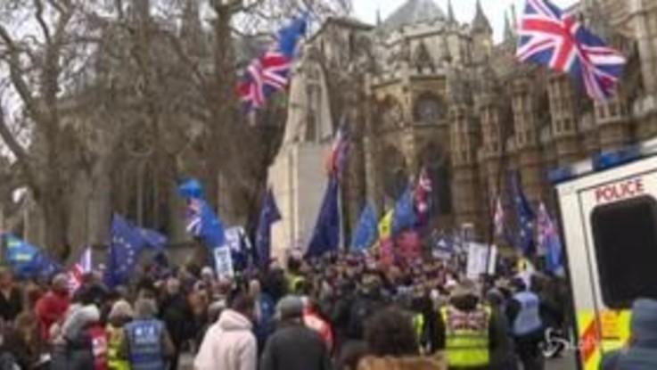 Brexit, proteste a Westminster prima del voto in Parlamento