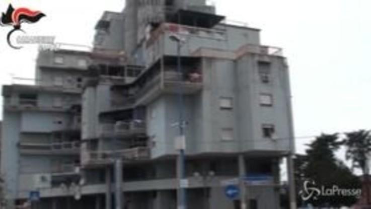 Napoli: nascondeva armi e droga, arrestato pusher