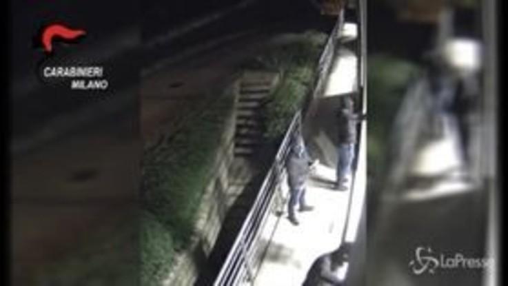 Milano: furti e riciclaggio in ditte con auto di grossa velocità, 5 arresti