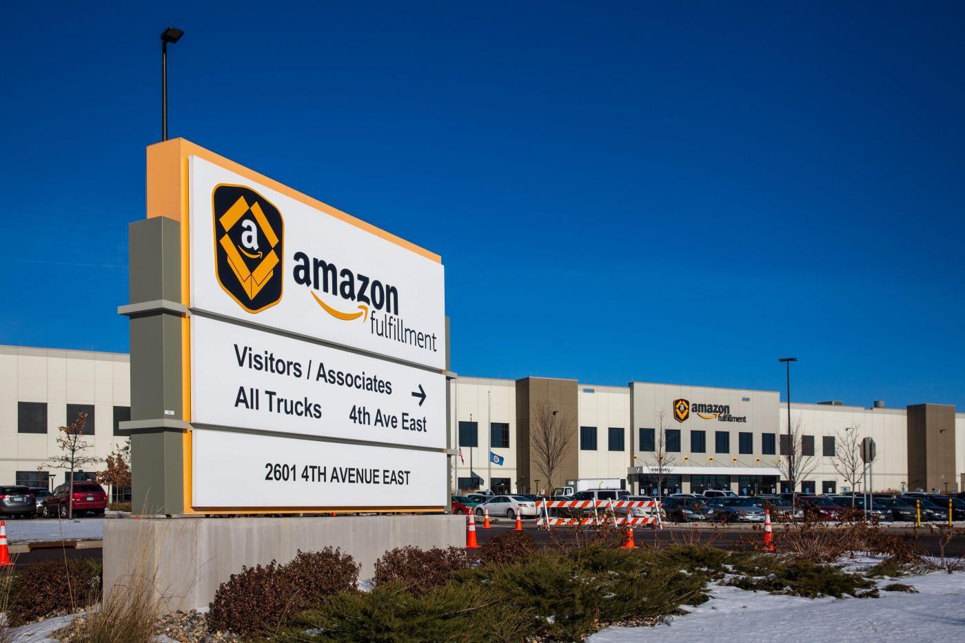 """""""Amazon rimuove i commenti negativi degli utenti"""". Denuncia Unc all'Antitrust"""