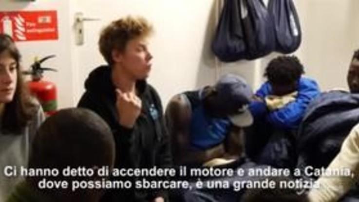 Sea Watch, la gioia dei migranti per l'ok allo sbarco a Catania