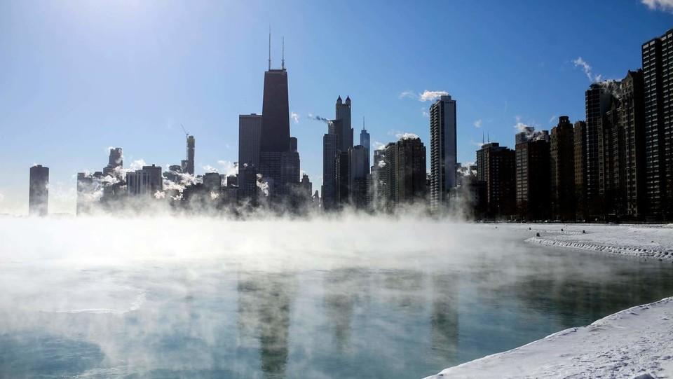 Chicago sul lago Michigan ghiacciato ©