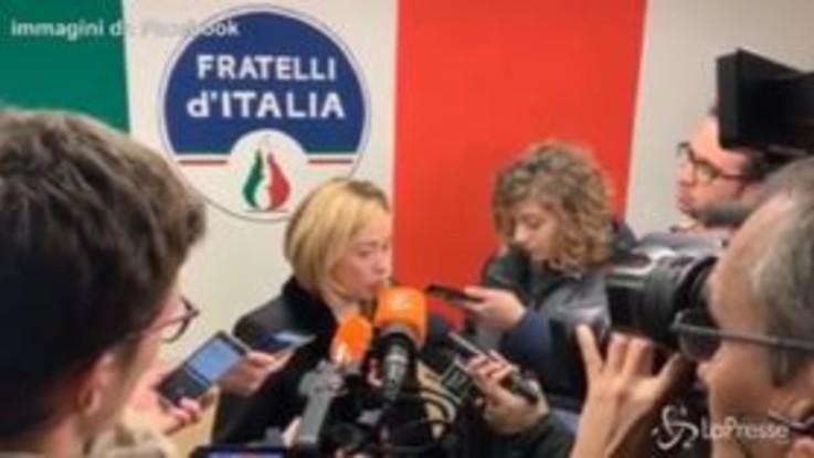 """Meloni inaugura sede FdI: """"Ricetta per la crescita in Italia? L'unica è quella di Trump"""""""
