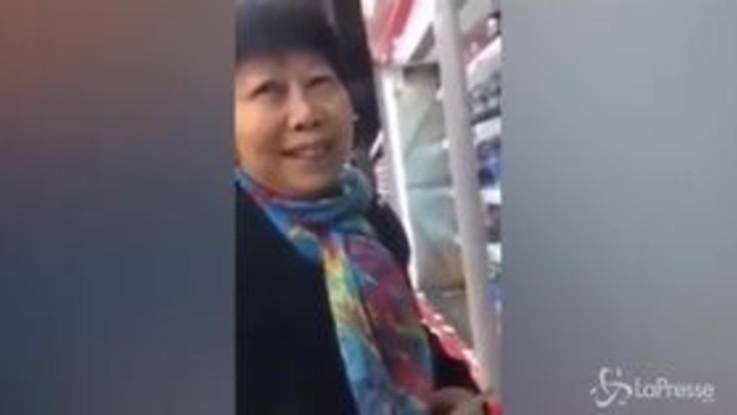 """Razzismo a Monza, il commesso del supermercato contro la donna cinese: """"Ti spezzo le gambe"""""""