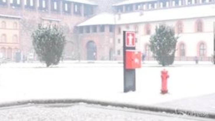 Fiocchi bianchi su Milano, le immagini dal Castello Sforzesco