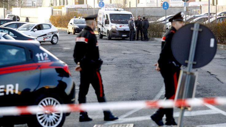 Pescara, trentenne barricato in casa con il padre ferito