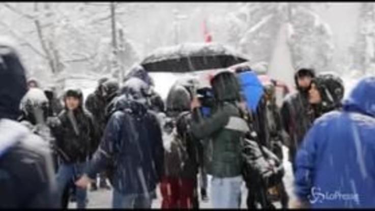 Chiomonte, tensioni tra No Tav e polizia alla centrale elettrica
