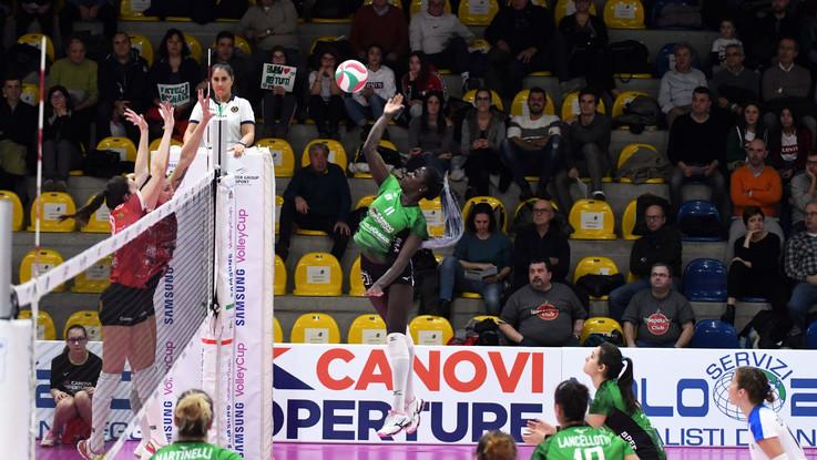 Volley femminile, Mondovì e Sassuolo lottano per la Coppa Italia di A2