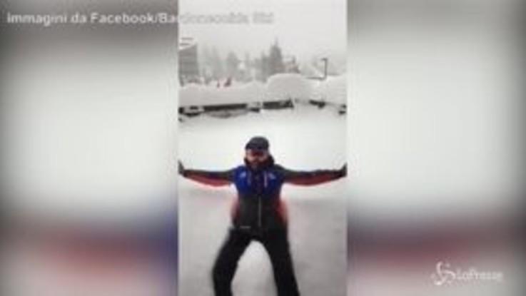 Bardonecchia, il tuffo nella neve