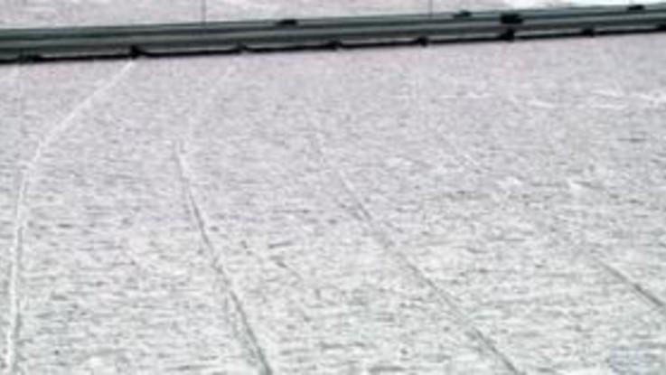 Illinois, il fiume è un serpente di ghiaccio