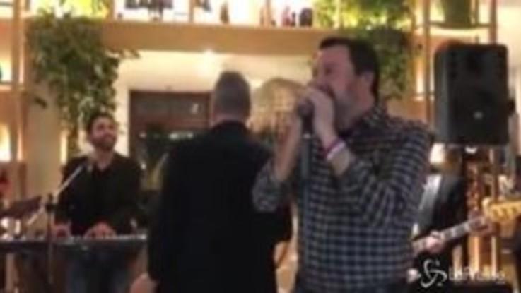 """Salvini canta Albachiara: """"Ma per Sanremo non sono pronto"""""""
