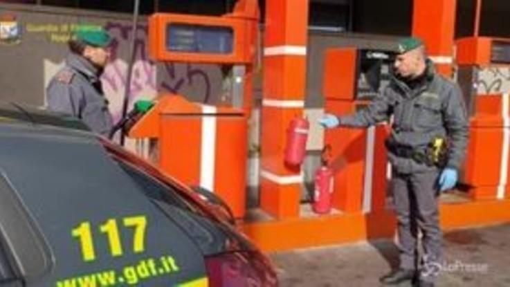 Napoli, truffa della benzina con un telecomando