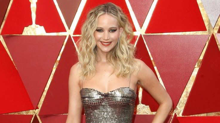 Anello per Jennifer Lawrence: l'attrice si fidanza con Cooke Maroney