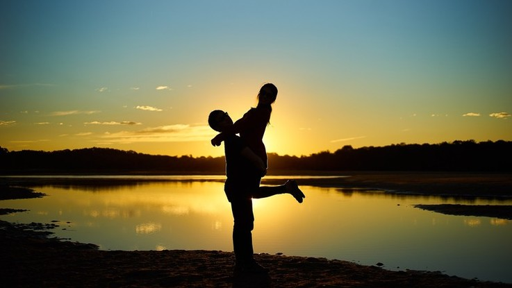 L'oroscopo di giovedì 7 febbraio: Pesci, un amore elettrizzante