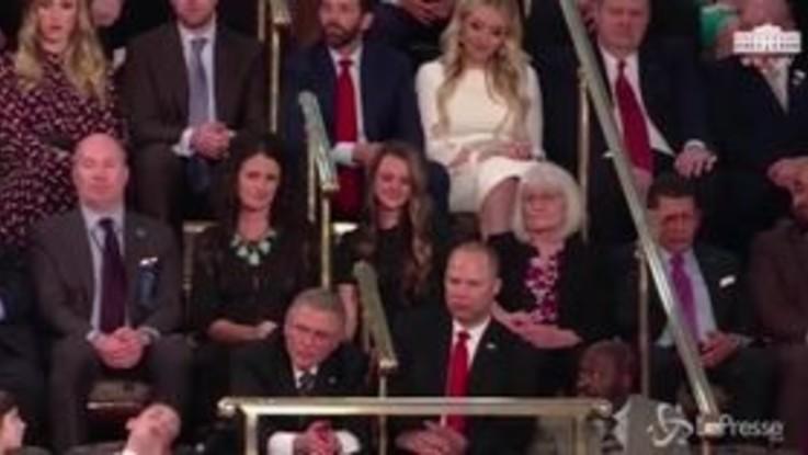 Il bimbo si addormenta durante il discorso di Trump: il video è virale
