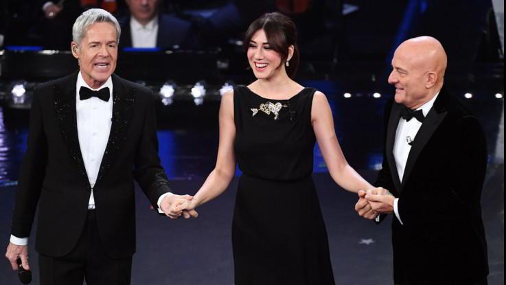 Sanremo, seconda serata: 12 big, Emozione Mannoia. E' standing ovation. Il ritorno di Hunziker