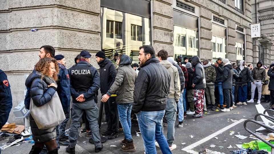 Nike Per Nuove Altro A Milano Le Chilometrica IphoneCoda E Risse Che PiXuTkOZ