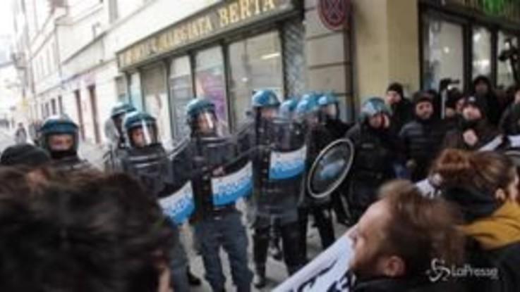 Torino, terzo giovedì di protesta per il Burger King nell'Università