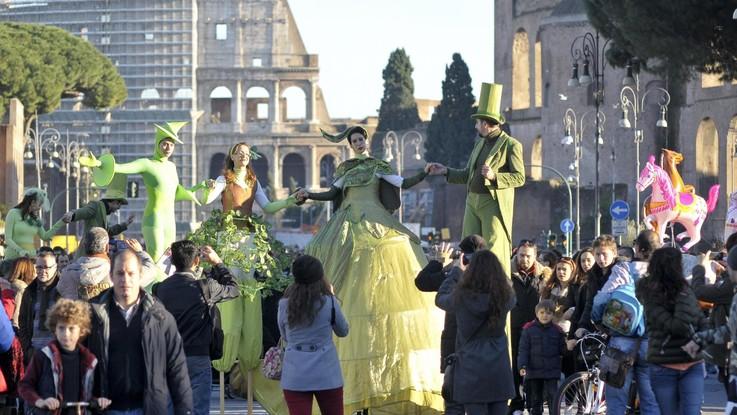 Cala la popolazione italiana: nascono meno bambini e i morti sono 187 mila in più dei nati