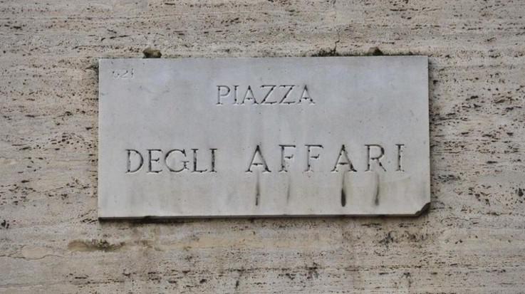 Borsa, Milano affonda su stime Ue. Spread vola oltre 280 punti