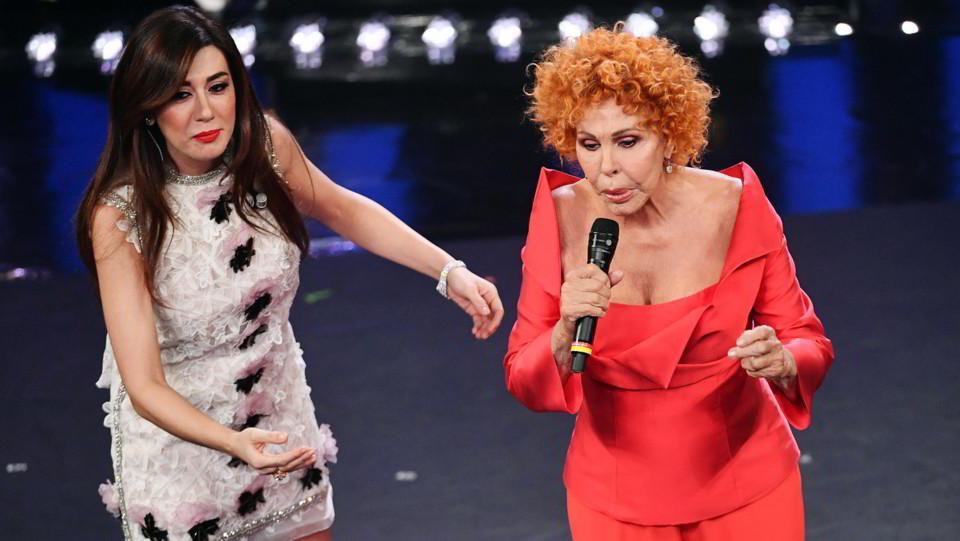 Virginia Raffaele e Ornella Vanoni ©