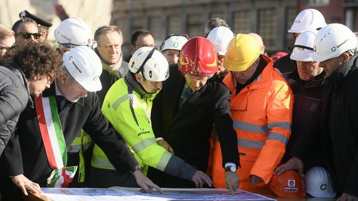 """Ponte Morandi, al via la demolizione. Conte: """"Inizia il riscatto"""""""