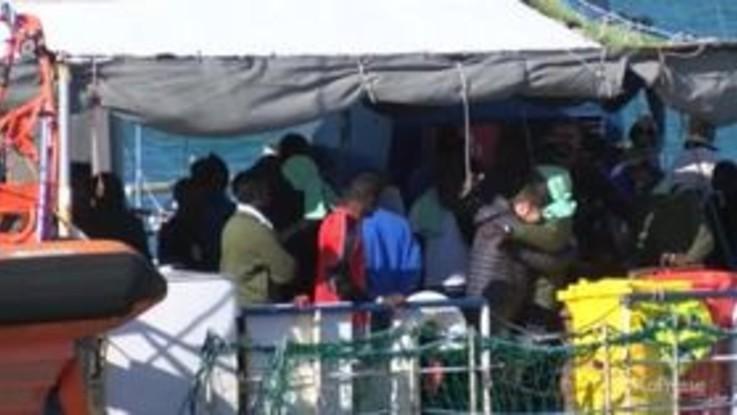 Tensioni Italia Francia, Parigi non prenderà i migranti della Sea Watch