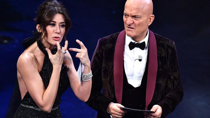 Sanremo, finale a tre: Ultimo, Mamhood e Il Volo. L'Ariston fischia