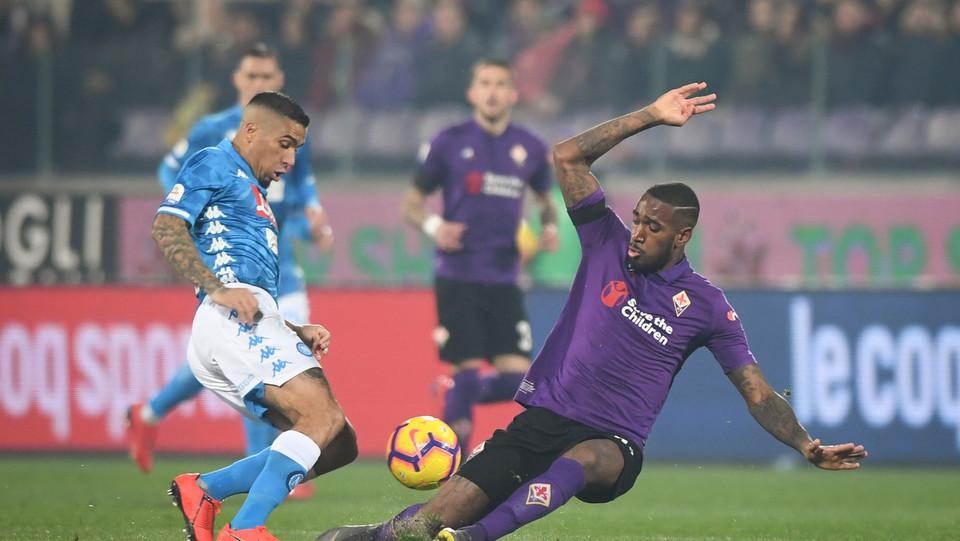 Allan (SSC Napoli) in azione contrastato da Gerson (A.C. Fiorentina) ©