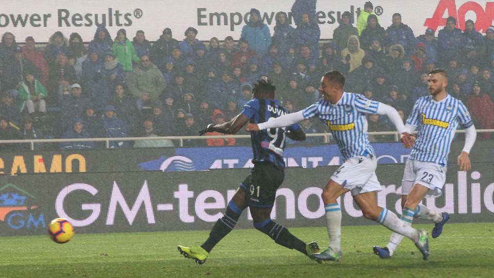 Zapata segna il 2-1 e porta l'Atalanta in vantaggio ©