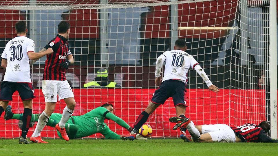 Donnarumma salva su Joao Pedro prima che il brasiliano colpisse la traversa ©