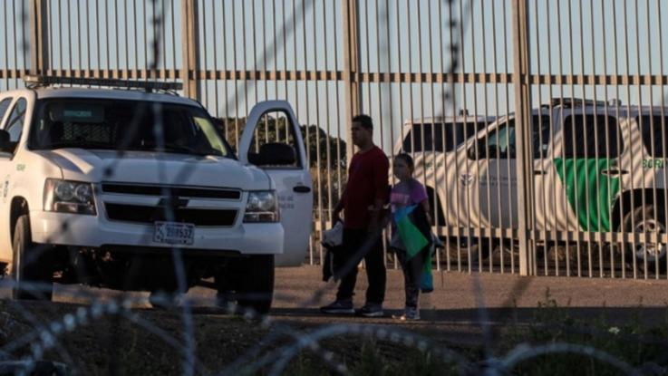 Usa, trovato accordo per evitare lo shutdown: 1,3 miliardi per il muro al confine con il Messico