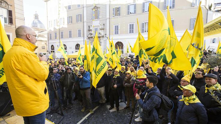"""Pastori in protesta davanti a Montecitorio. Salvini promette: """"Soluzione in 48 ore"""""""