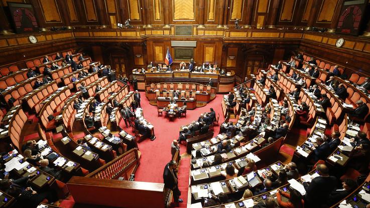 Decretone, in Senato 1.600 emendamenti: aiuti a famiglie con minori e servizio civile obbligatorio
