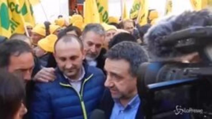 """La protesta dei pastori sardi arriva a Roma: """"Non vogliamo elemosina dallo Stato"""""""