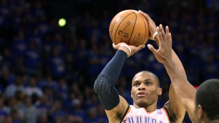 Nba: Westbrook non basta ad Oklahoma, torna al successo New York