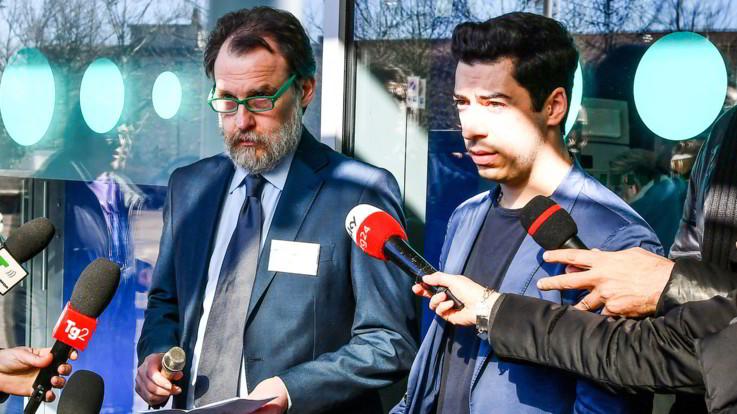 """Umberto Bossi sta meglio: """"È stabile e reattivo"""". Ma è ancora in ospedale"""