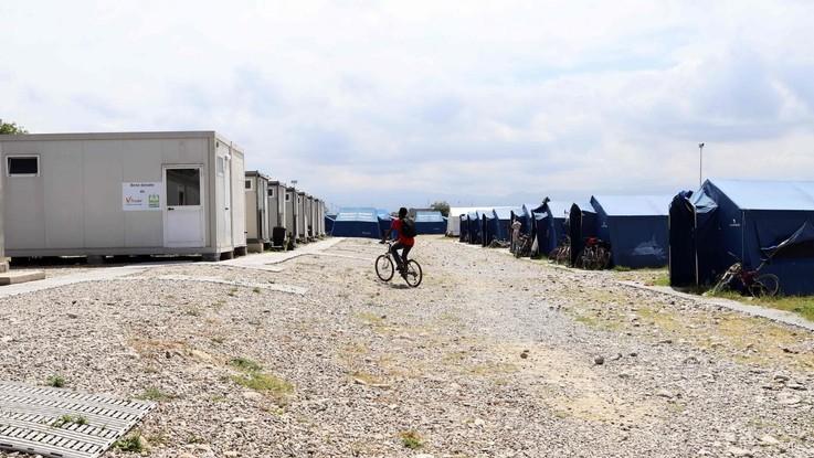 Incendio nella baraccopoli di San Ferdinando (Reggio Calabria). Muore un giovane migrante
