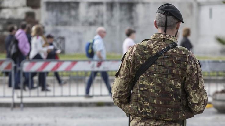 Roma, militare accusato di abusi sulla figlia minorenne: esercito lo sospende
