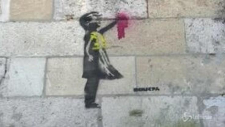Bordeaux, un murale in stile Banksy in favore dei Gilet gialli