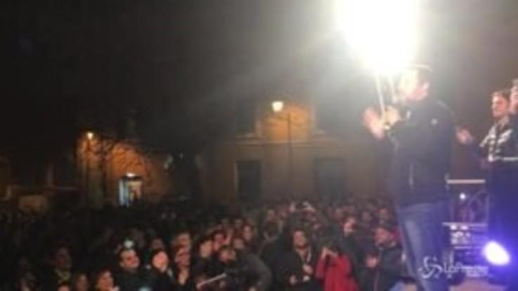 Sassari, Salvini riprende il contestatore