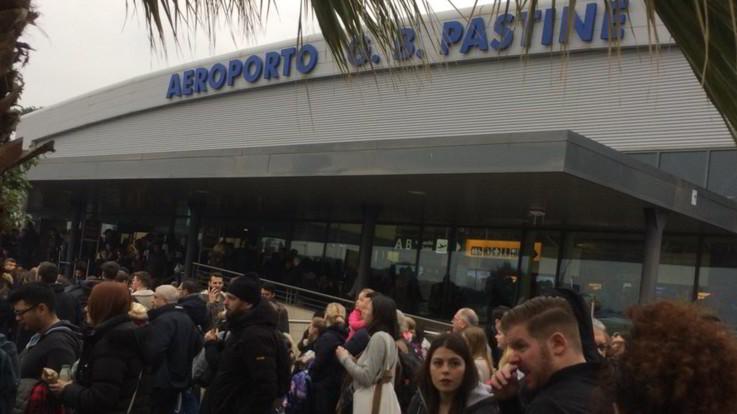 Incendio a Ciampino: aeroporto evacuato e voli fermi