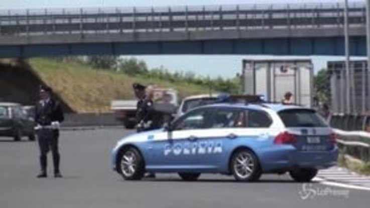 Polstrada: via patente a chi guida con il cellulare