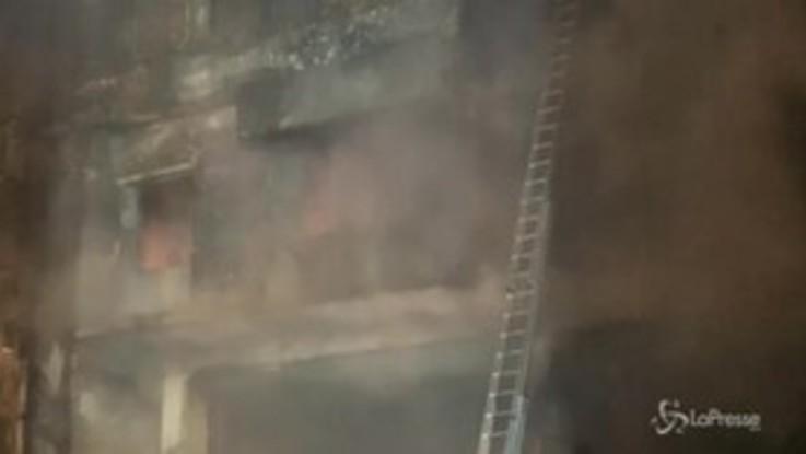 Enorme rogo in Bangladesh: cosa resta dell'edifico andato in fiamme