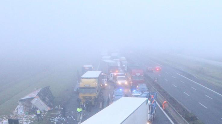 Incidenti a catena sull'A1 a causa della nebbia: due feriti
