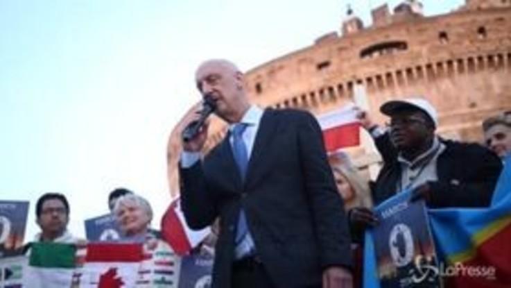 """Pedofilia, sit-in delle vittime del Vaticano a Castel Sant'Angelo: """"Chiediamo tolleranza tero"""""""