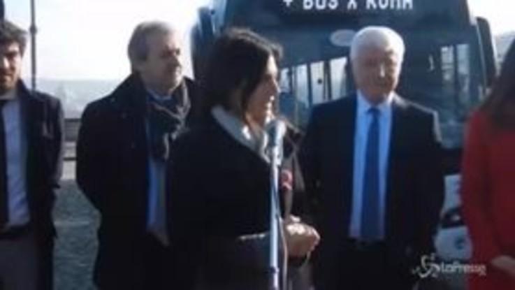 """Nuovi bus Atac, Raggi: """"Oggi il piano di risanamento diventa realtà"""""""