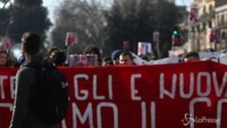 """Roma, studenti in piazza contro il governo: Salvini """"bocciato"""""""